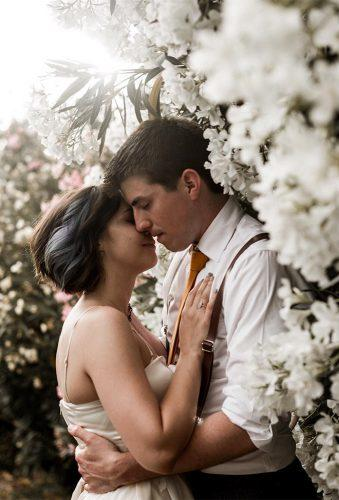 romantic wedding couple in garden white flower elisabettalillyred