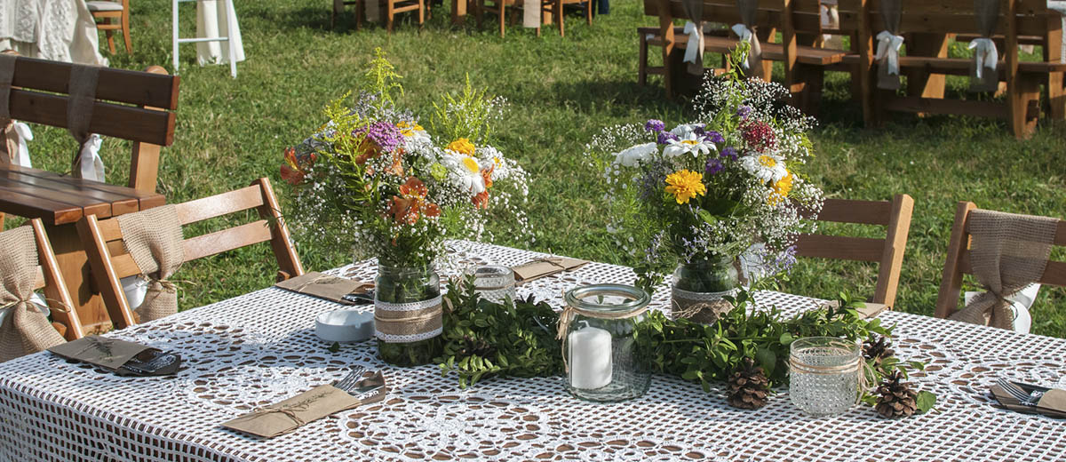 30 Cozy Rustic Backyard Wedding Decoration Ideas | Wedding Forward