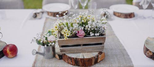 rustic wedding decor featured