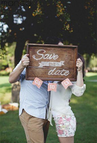 save the date photo ideas wood board Mango fotografías