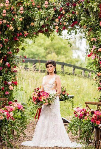 wedding entourage photo ideas bride in flower rachelaclingen