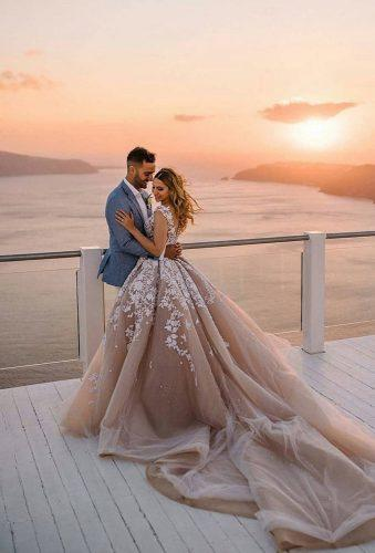 wedding entourage photo ideas couple at sunset theweddingpic