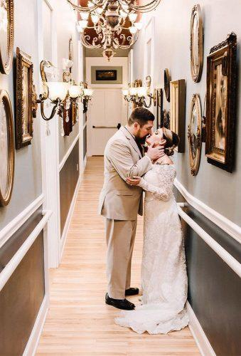 wedding entourage photo ideas couple in vintage entourage lindsay dawn photography