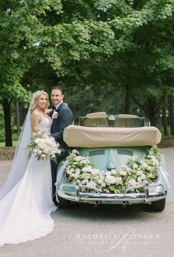 wedding entourage photo ideas green car rachelaclingen