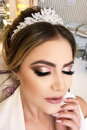 wedding makeup classical elegant in peach tones with black arrows makeup.cursoonline