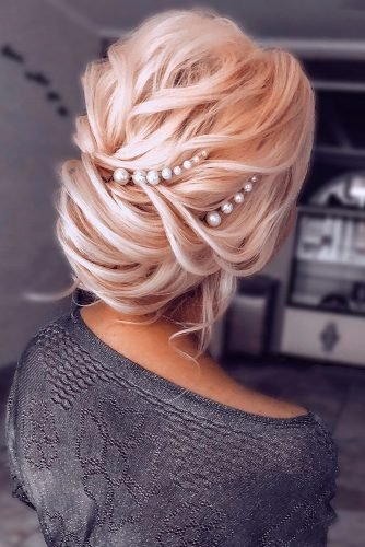 wedding updos for medium hair airy blonde low updo with pearls nikihair.ru