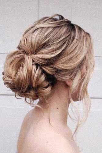 wedding updos for medium hair low messy blonde with loose curls bridal_hairstylist
