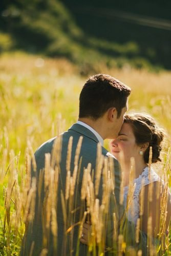 wedding vows man kiss woman the field