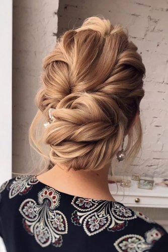 bridal hairstyles messy updo with swepts on blonde hair hair_vera