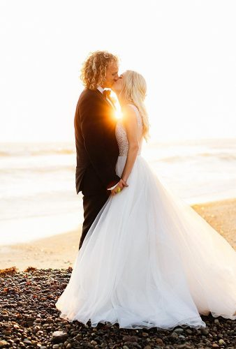 creative wedding kiss photos beach wedding kiss chardphoto