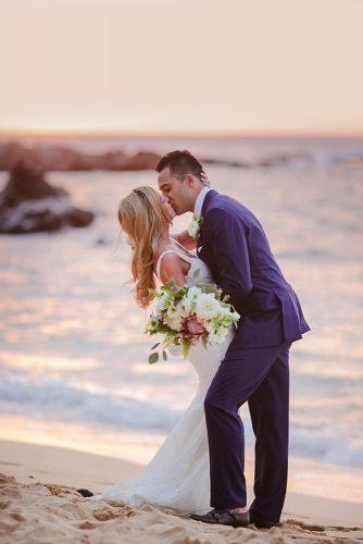 creative wedding kiss photos kiss near sea lovewaterphoto