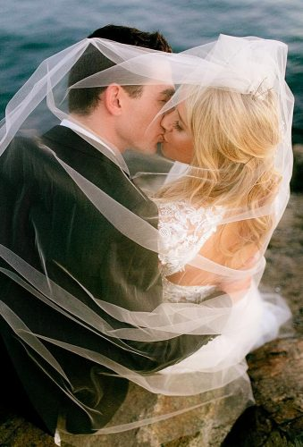 creative wedding kiss photos kiss under veil chardphoto