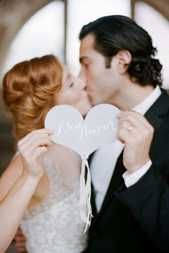 heart wedding photos kiss with heart lrelyeaevents