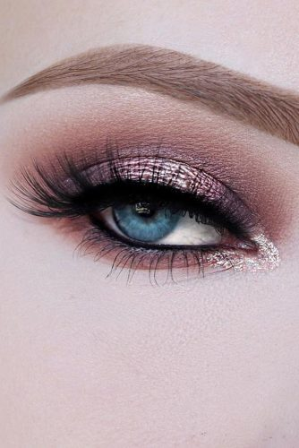 makeup ideas for blue eyes blue shimmer lilac with long lashes and black eyeliner kelseeyclarke