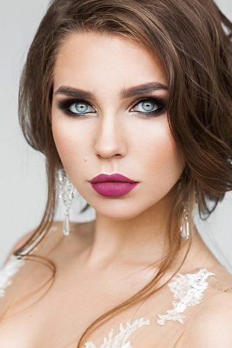 makeup-ideas-for-blue-eyes-with-eyeliner-long-lashes-and-bright-lips-fow-evening-elstilespb