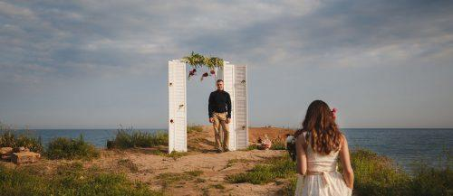 old door wedding decoration ideas featured