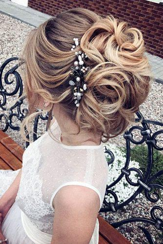 summer wedding hairstyles curly updo with hairpin elstilespb via instagram