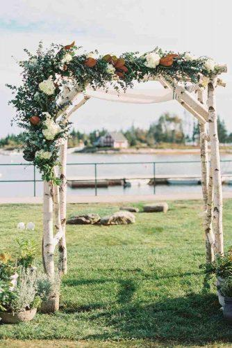 wedding-arch-decoration-with-flowers-jodi-and-kurt