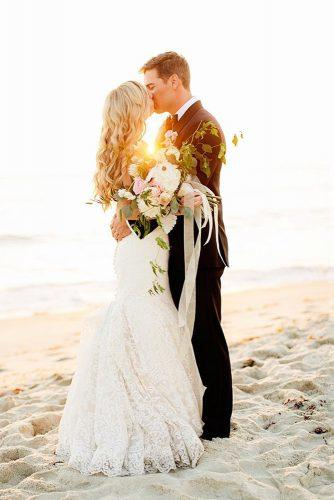 wedding photos couple with bouquet at sunset chardphoto