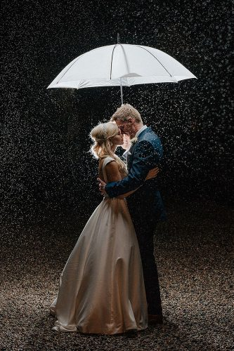 wedding photos lovers ander umbrella nickwphotography