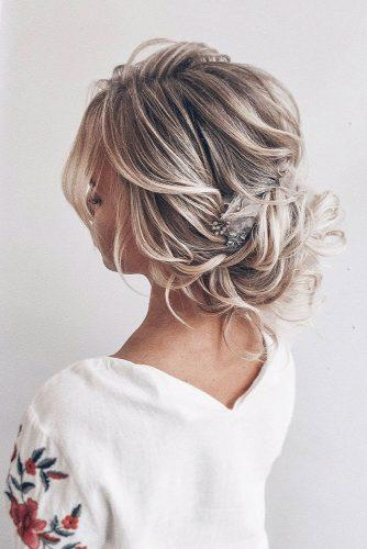 wedding updos for short hair curly low updo on blonde hair olesya_zemskova