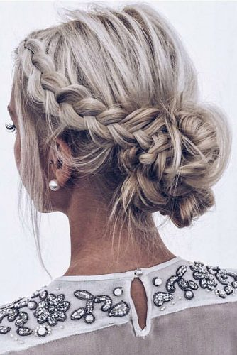 wedding updos for short hair low messy bun with braid texture elisabeth via instagram