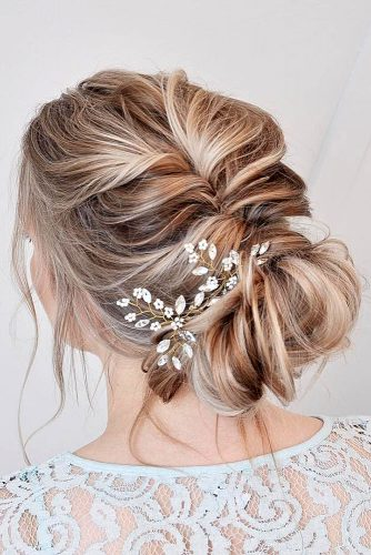 wedding updos for short hair messy low chingon with hairpin nicoledrege via instagram