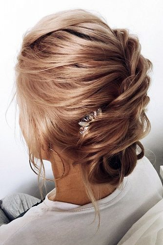 wedding updos for short hair textured low updo with hairpin lena bogucharskaya via instagram