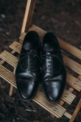 black leather groom shoes lorena erre photography