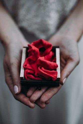 box for rings with red velvet lorena erre photography