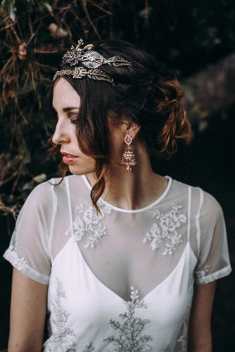 bridal hairstyle with crown lorena erre photography
