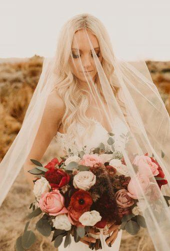 fall wedding photos bride under veil thelightandthelove