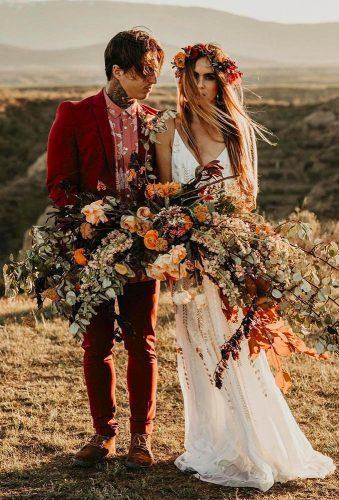 fall wedding photos couple with big bouquet darkmaito
