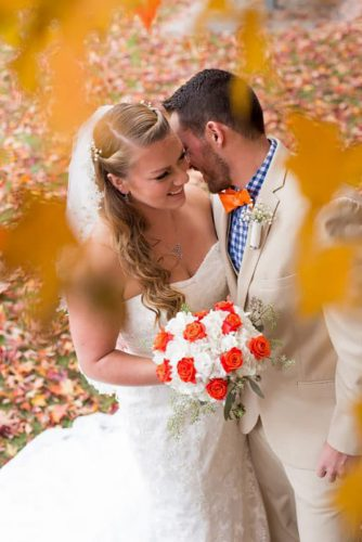 fall wedding photos couple with bouquet ryanandrach