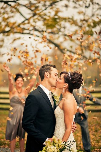 fall wedding photos romantic kiss siousca