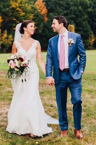 fall wedding photos romantic walk nicolebaasphoto