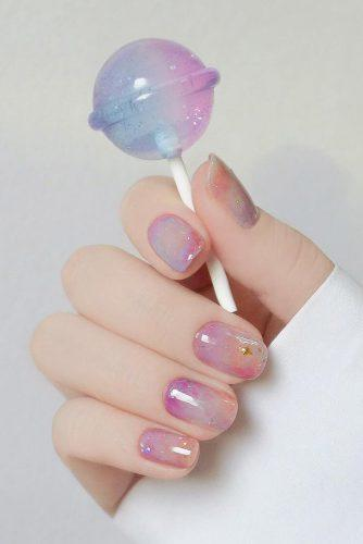 nail design pastel pink and blue marble effect with gold stars modinail_official
