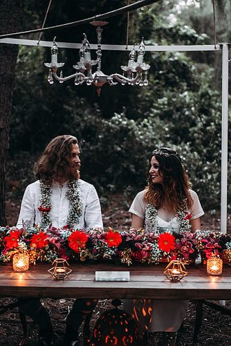 the bride and groom look at each other at the table lorena erre photography