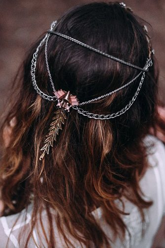 the bride with her hair and headdress with chains lorena erre photography