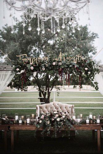 wedding decor trends dark moodies flower decorate reception undes transparent tent a sea of love