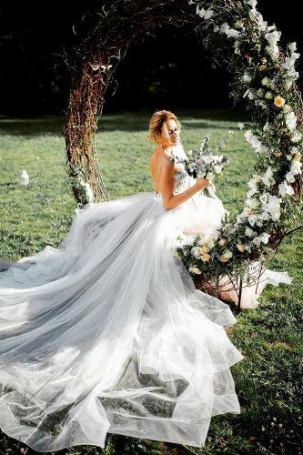 wedding flower wreath bride alone insde the swing flower wreath grabazei photography