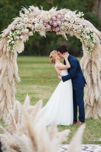 wedding flower wreath tender kiss kobybrown
