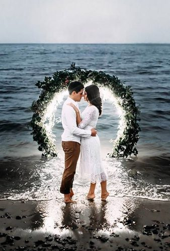 wedding wreaths flower romantic couple in water akentevoleg
