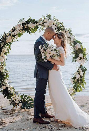 wedding wreaths flower romantic couple lucie zotmariage