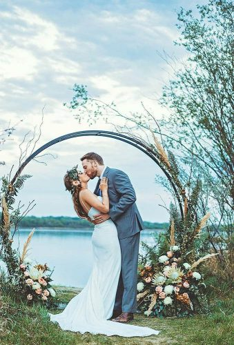 wedding wreaths flower wedding kiss tamaramichellephotography