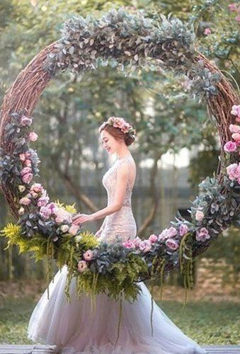 wedding wreaths flower0beautiful bride on swing prudeneventos