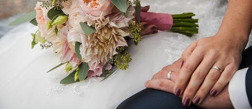 when to get married bouquet hands marriage feature
