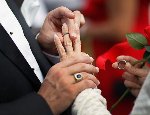 when to get married bride groom rings hands
