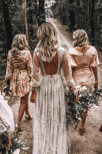 bohemian wedding theme bride with bridesmaids from back joeywillis via instagram