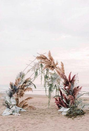 pampas grass wedding unusual arch zhenyaswan